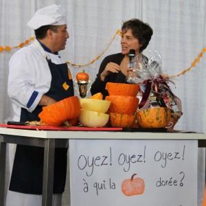 20-octobre-2012-jour-de-la-citrouille-et-lExtra-Life-Louise-et-le-gagnant-300x300